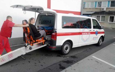 Pacienty Podhorské nemocnice převáží nový a moderní sanitní vůz