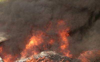 V Bruntále vzplanulo auto, škoda se vyšplhala na 300 tisíc korun