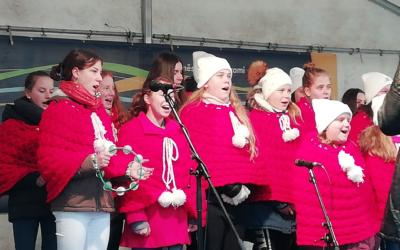 Pěvecký sbor Písnička vystoupil na bruntálském náměstí
