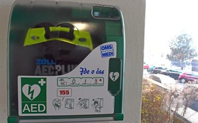 Na třech místech v Bruntále byly nainstalovány venkovní defibrilátory, zachránit život můžete i vy