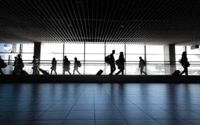 WHO vyhlásila globální stav zdravotní nouze, ČR rozšiřuje opatření na všechna česká letiště a zavádí infolinku
