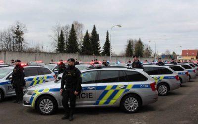 Ministr vnitra slavnostně předal 70 nových vozidel policistům Moravskoslezského kraje