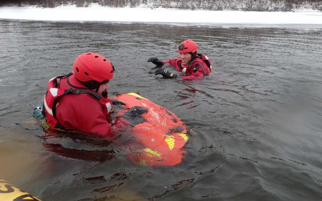 Na Slezské Hartě hasiči cvičili se seabobem a čtyřpásovým speciálem