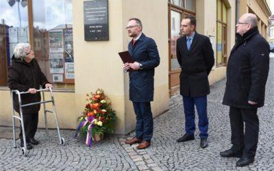 Válečného veterána Petra Becka připomíná pamětní deska v Bruntále