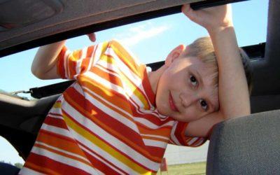 Děti do 2 let a samotní řidiči v autě nemusí nosit pokrývku úst a nosu mimo bydliště
