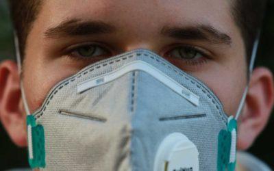 Ministerstvo zdravotnictví bude lékařům a lékárníkům v terénu dodávat 300 tisíc respirátorů týdně