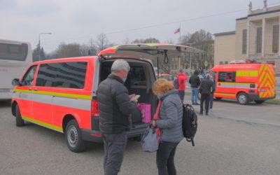 Hasiči už rozvezli domů po Moravskoslezském kraji 66 cestovatelů