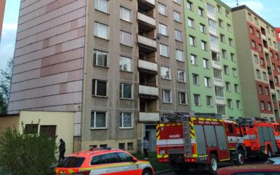 V Bruntále hořelo v kuchyni, oheň se rozšířil stoupačkami do dalšího bytu