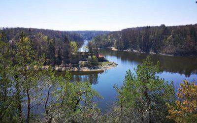 Při cestě na hrad Zvíkov navštivte místo s vyhlídkou na soutok Vltavy a Otavy