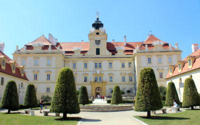 Moravská vína ochutnejte ve Valticích, navštívit můžete i zámek