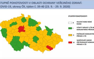 Červenou na semaforu mají čtyři okresy, kromě okolí Prahy i Uherskohradišťsko