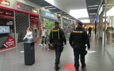 Policisté při kontrolách dodržování mimořádných opatření přitvrdí