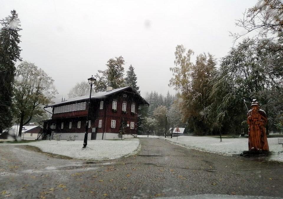 Vrbensko, Rýmařovsko: Napadl sníh, místy zkomplikoval dopravu