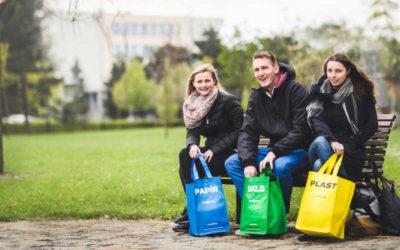 Lidem se bude snáze třídit, další tisíce barevných tašek dostanou ve dvacítce obcí v kraji