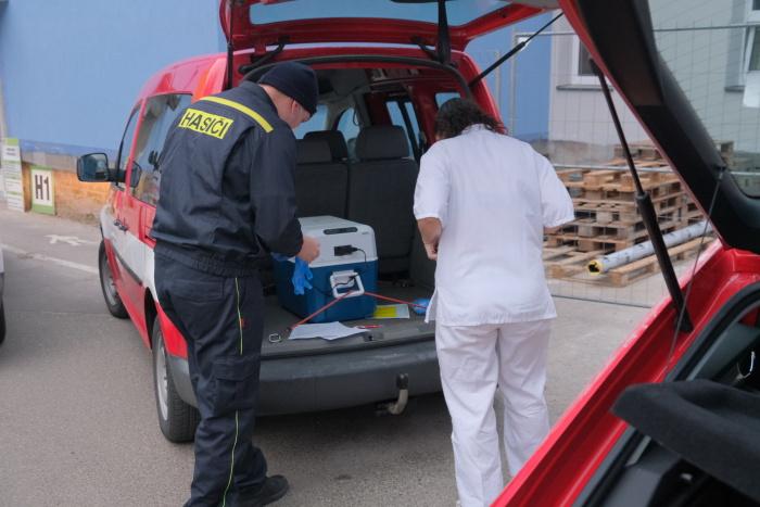 Rozvoz vakcín proti covidu zajišťují v Moravskoslezském kraji hasiči