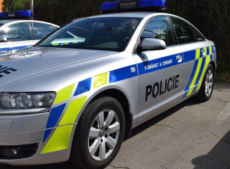 Krnov: Opilý řidič narazil do obytného auta