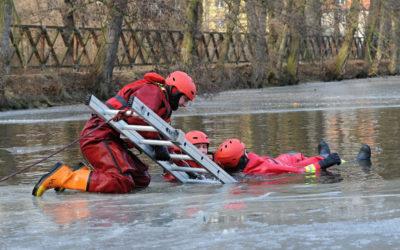 Hasiči varují: Pozor na nedostatečně zamrzlé vodní hladiny