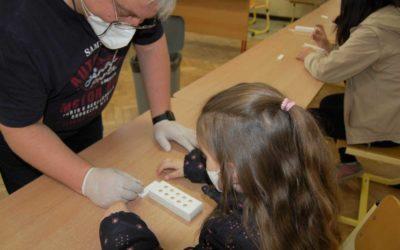 Vláda schválila plán zářijového testování na covid-19 ve školách