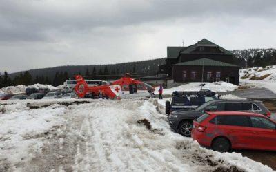 Při sjezdu z Pradědu se na běžkách zranila pětašedesátiletá žena, letěl pro ni vrtulník