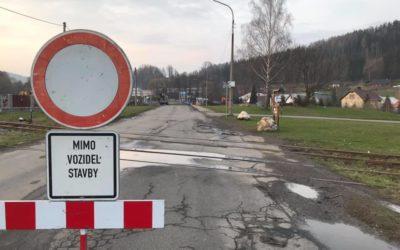 Ve Vrbně se opravuje most, silnice je uzavřená