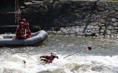 Profesionální hasiči z Opavska cvičili na vodním kanálu v Opavě