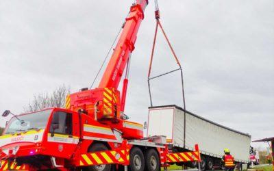 Na Osoblažsku se vyboural kamion! U nehody zasahovala speciální vyprošťovací technika