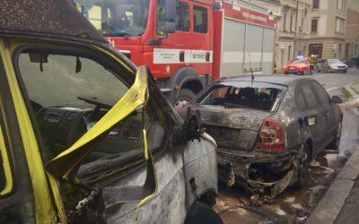 Požár dodávky v Opavě poškodil i vedle zaparkované vozidlo, vznikla škoda za 100 tisíc korun