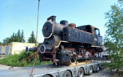 Parní lokomotiva míří zpět na podstavec do Krnova