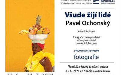 Všude žijí lidé: Výstava fotografií Pavla Ochonského v Bruntále