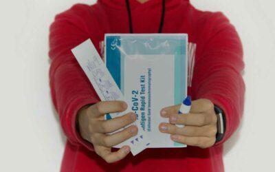 Ministerstvo zdravotnictví snižuje maximální cenu testů na covid-19 pro samoplátce
