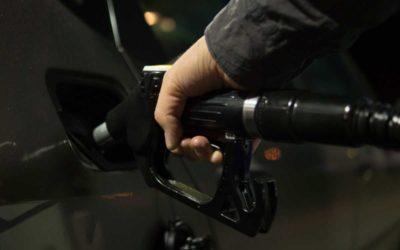Roztržitý řidič zapomněl na benzince ve Vrbně peněženku s 35 tisíci