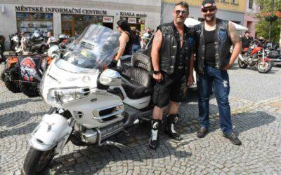Motorkáři se setkali na bruntálském náměstí