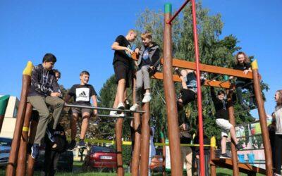 Krnov: Žáci si prosadili workoutové hřiště