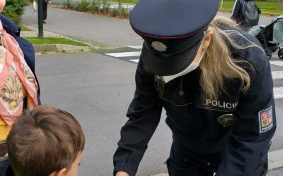 """Moravskoslezský kraj: Policejní preventisté vyrazili se """"Zebrou"""" za dětmi"""