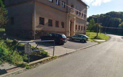 Dívčí Hrad: Obyvatelé bytového domu mají k dispozici nová parkovací místa