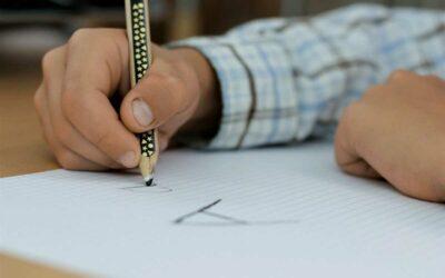 Vláda by měla vyjasnit z jakého právního titulu ředitelé škol posílají své školy a třídy do karantény