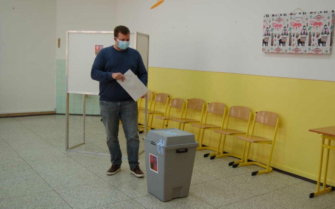 Volby v Krnově! Odvolil poslanec Michal Ratiborský