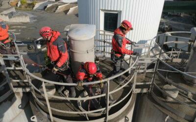 Moravskoslezský kraj: Výcvik hasičů-lezců v útrobách cementového sila
